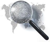 Loupe au-dessus de carte du monde 1-0-grid, représentation naturelle Photographie stock libre de droits