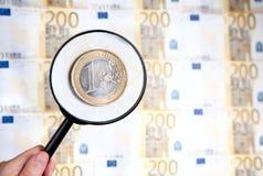 Loupe changeant de plan un euro Photo libre de droits