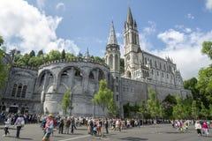 Lourdes, midi, Francja; Czerwiec 2015: Bazylika Nasz dama Niepokalany poczęcie Lourdes buduje na wierzchołku obraz stock