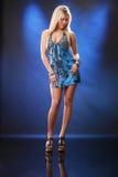 Louro em azuis Fotos de Stock Royalty Free