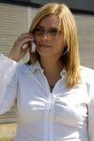 Louro em um telefone de pilha Fotos de Stock Royalty Free