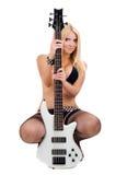Louro sexual e uma guitarra baixa branca Imagens de Stock Royalty Free