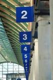 Louros numerados na estação de autocarro Fotos de Stock Royalty Free