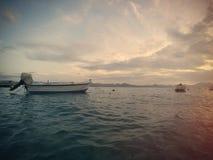 LOUTRAKI,希腊- 2016年6月05日:小船的美丽的景色 免版税库存照片