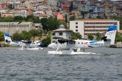 Loutre de jumeau du Canada DHC-6-300 de Havilland de lignes aériennes de l'oiseau marin de TC-SBU et de TC-SBC Photographie stock libre de droits