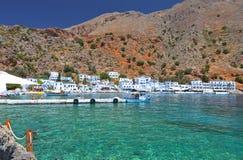 Loutro fiskeläge på den Crete ön Royaltyfri Bild