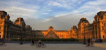 Louve museum i Paris arkivfoton