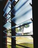 Louver γυαλιού στο παράθυρο Στοκ φωτογραφία με δικαίωμα ελεύθερης χρήσης