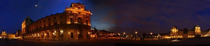 Louvre bij nacht Stock Afbeeldingen
