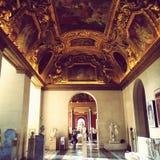 Louvre binnen Galerij stock foto's