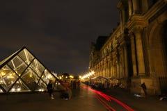 Louvre bis zum Nacht 2 stockbild
