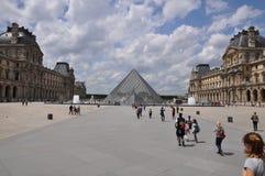 Louvre de París imagen de archivo libre de regalías