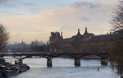 Louvre ed il fiume Immagine Stock Libera da Diritti