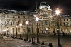 Louvre i Paris arkivfoton