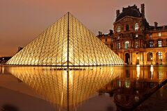 Louvre Museum, Paris, France at night Royalty Free Stock Photos