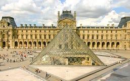 louvre muzealny Paris ostrosłup zdjęcia royalty free