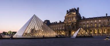 Louvre muzeum ostrosłup obraz stock