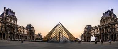 Louvre muzeum ostrosłup obraz royalty free