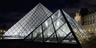 louvre muzeum ostrosłup zdjęcie royalty free