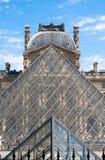 Louvre muzeum ostrosłupy Zdjęcia Royalty Free