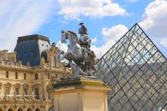 Louvre muzeum - Paryż obraz royalty free