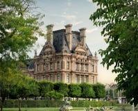 Louvre och parkerar Royaltyfri Bild
