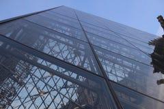 Louvre ostrosłup Paryż Zdjęcie Royalty Free
