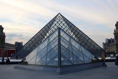 Louvre ostrosłup Paryż, Francja Zdjęcia Royalty Free