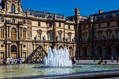 Louvre Ostrosłupa Pyramide Du Louvre plac, Paris obraz stock
