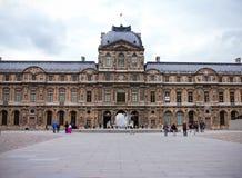 Louvre pałac muzeum w Paryż, Francja, Czerwiec 25, 2013 fotografia royalty free