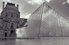 Louvre París en blanco y negro Imagenes de archivo