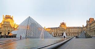 Louvre, Parijs Stock Afbeeldingen