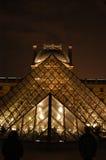 Louvre Paris vid natt Royaltyfri Bild