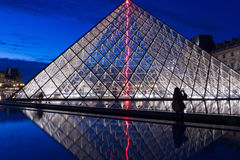 Louvre Piramida noc Fotografia Royalty Free