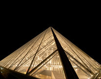 Louvre, piramide (di notte), Francia Immagine Stock