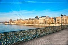 Louvre Pont i muzeum des sztuki Paryż, Francja, - obraz stock