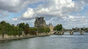Louvre przeglądać z naprzeciw wontonu na Września dniu, Pari zdjęcia stock