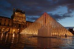 Louvre-Pyramide lizenzfreie stockfotografie