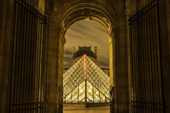 Louvre-Pyramide Lizenzfreie Stockfotos