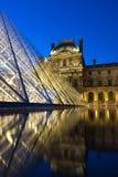 Louvre 's nachts museum Royalty-vrije Stock Afbeeldingen