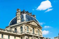 Louvre w Paryż na słonecznym dniu Obraz Royalty Free