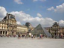 Louvrefyrkant fotografering för bildbyråer