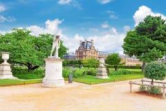 Louvremuseet och parkerar des Tuileries Arkivbilder