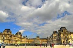 Louvremuseum stockbilder