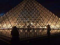 Louvremuseum bis zum Nacht Lizenzfreie Stockbilder