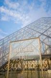 Louvremuseumingång på Juni 5 i Paris, franc Arkivbilder