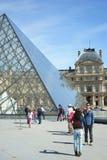 Louvrepiramide Parijs Frankrijk Stock Foto's