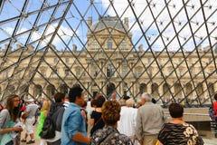 Louvrepyramid - Paris Arkivfoto