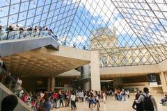 Louvrepyramid - Paris Arkivbilder