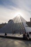 Louvrepyramiden Arkivfoto